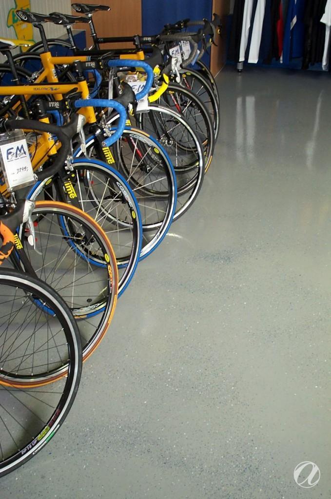 Epoxy podovi - bike shop_6